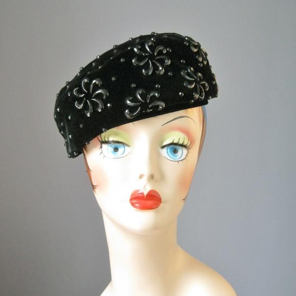 55dc6db8d2e31 Vintage 50s Velvet Beaded Pillbox Hat. M_5ba4df1c194dad7bea688bd6